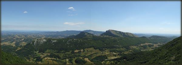 Panorama Stola (u prvom planu) i Deli Jovana, posmatrano sa grebena Velikog Krša