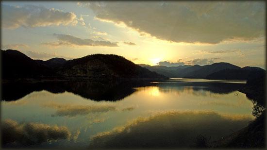 Zaovinsko jezero u smiraj dana