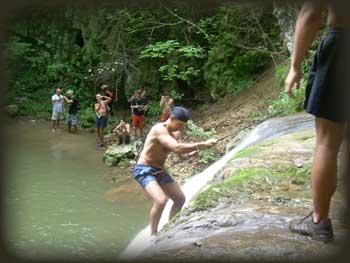 Спуст низ велики водопад