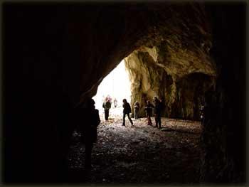 U pećini