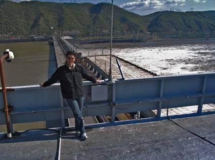 Укроћена Горопад: на крову торња бродске преводнице, изнад Дунава, чије је дно на потезу Ђердапске клисуре и даље као ЈЕЖ!