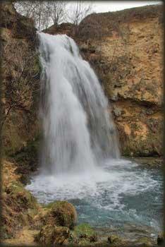 Vodopad u Lisinama retko ćete videti bogatiji vodom nego u vreme otapanja snegova