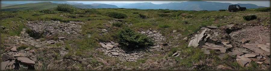Kamene ploče na vrhu Bratkove Strane