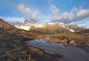 Skoro kao u Alpima: ledene planinske reke ispred ogromne kulise planina pokrivenih snegom