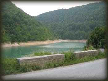 Rukavac Zlatarskog jezera, put od Kokinog Broda ka Novoj Varoši