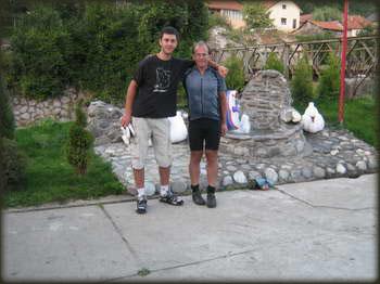 Nisam ni pomišljao da ću stranca sresti u Kolašinu, a kamoli da će mi biti cimer, gospodin Thomas Kruel biciklista iz Berlina koji je krenuo za Grčku