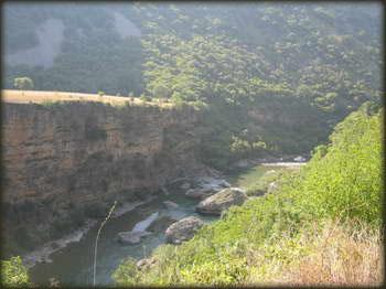 Morača, podnožje kanjona